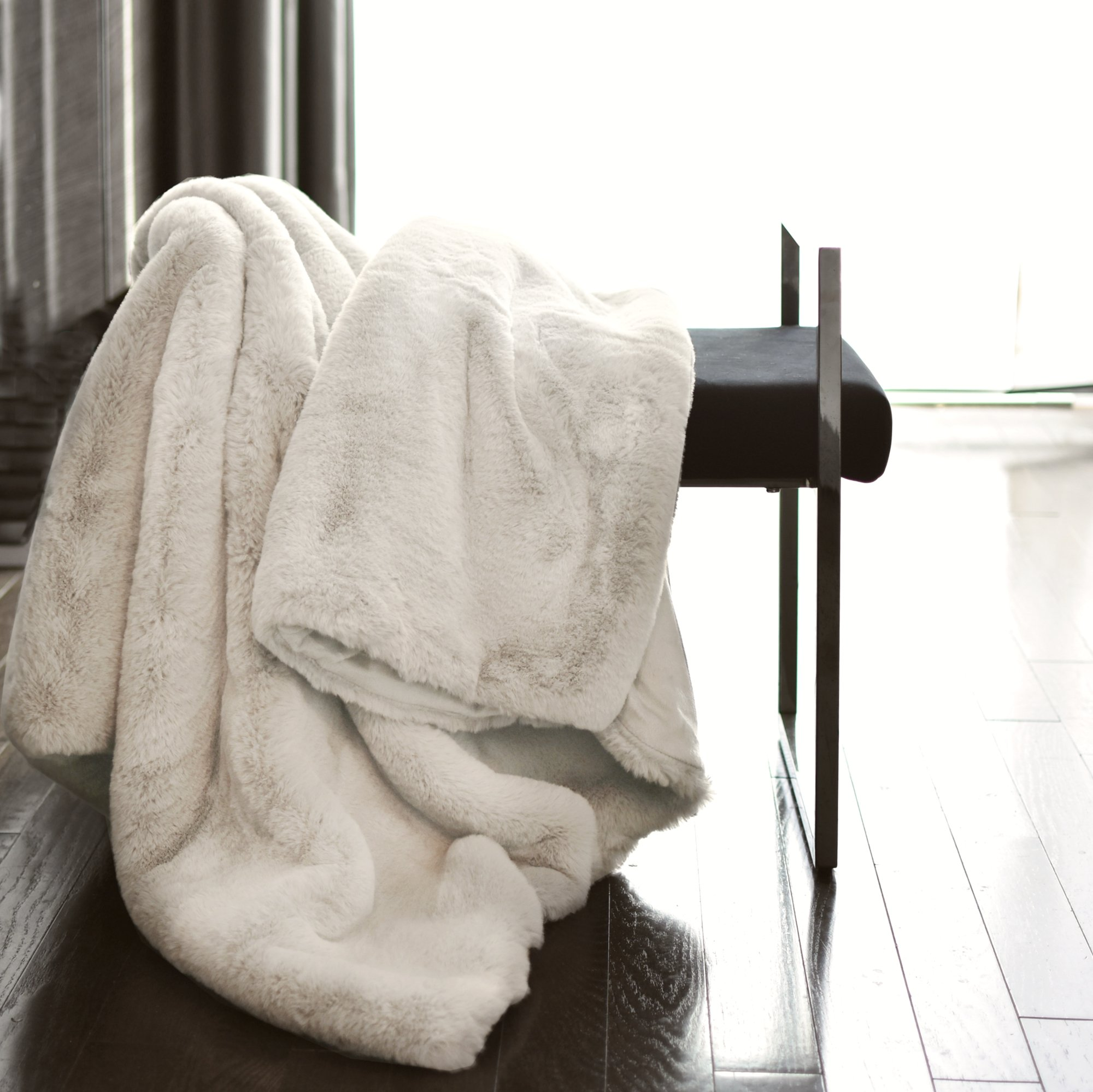 Tahari Mink Faux Fur Throw Luxury Silky Soft Blanket in Cream White (Ivory)