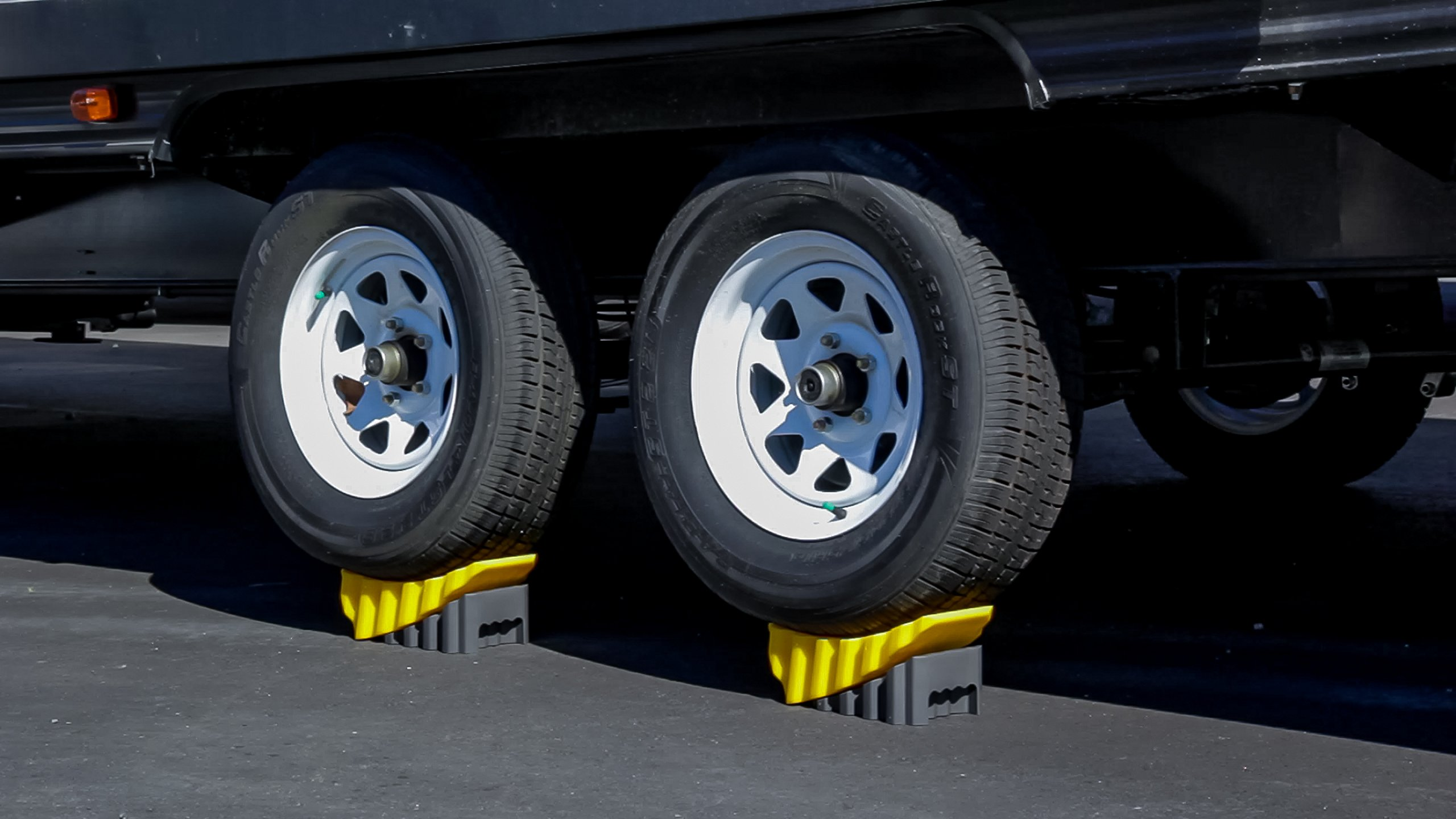 Camco RV Curved Leveler with Chock - 2 Pack - Easy Drive-on Leveler Adds Up to 4'' in Height (44425) by Camco (Image #4)