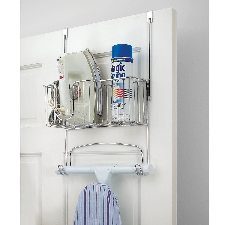 mDesign Soporte para tabla de planchar - Ingenioso soporte para plancha de ropa, tabla y accesorios - Montaje sin taladro, sobre la puerta, ...