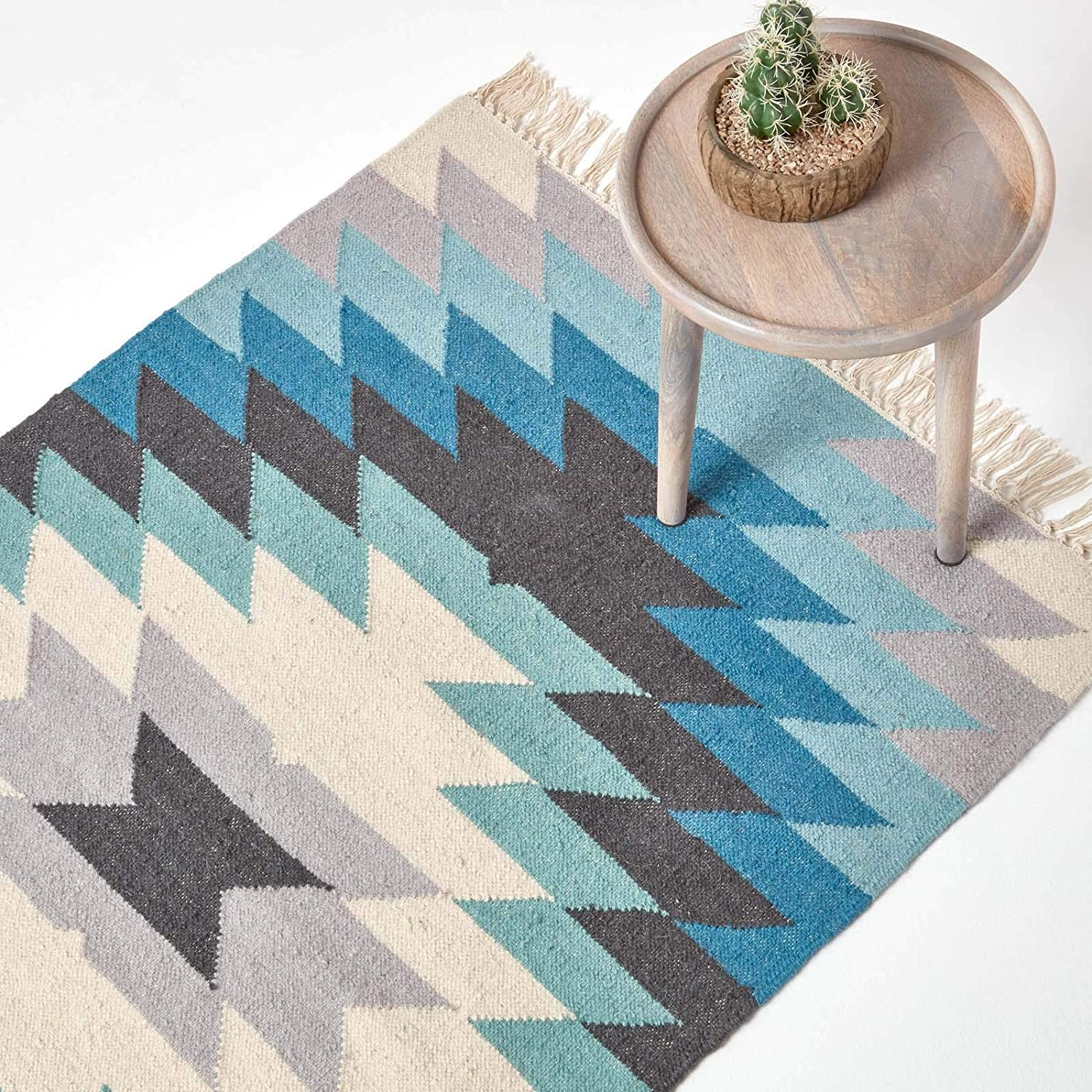 Homescapes Helsinki Handwoven Kilim Wool Rug Scandi Style Geometric Pattern Blue Grey And Off White With Tassel Fringe 120 X 170 Cm Amazon Co Uk Kitchen Home
