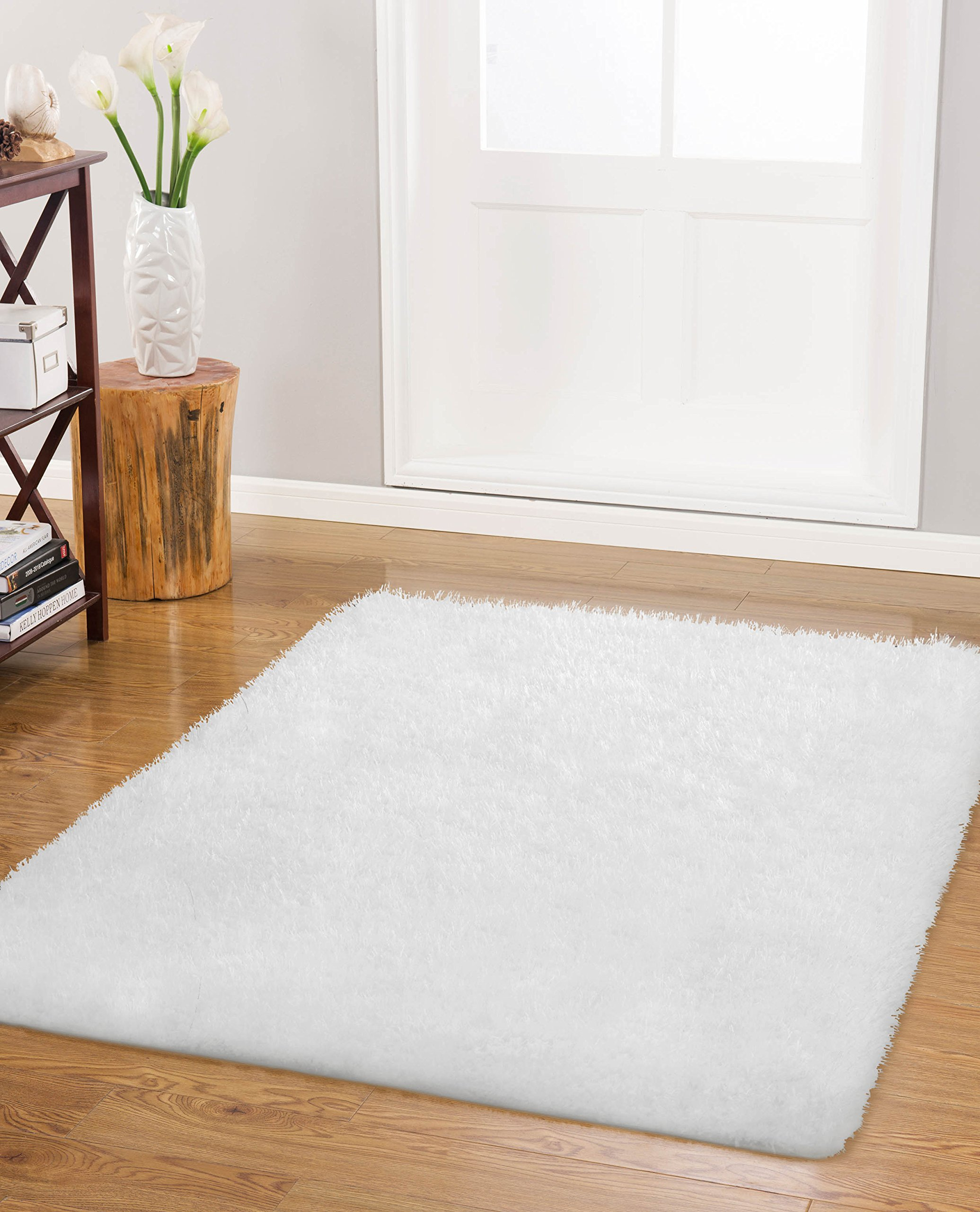 "Vista Living Claudia Shag Area Rug 27 in. x 45 in., White - Includes (1) 27"" x 45"" x 1.6"" H shag accent rug Durable high-cut fibers are fade-resistant and stain-resistant Skid-resistant backing helps keep rug in place - living-room-soft-furnishings, living-room, area-rugs - 91%2B2qph0ZfL -"