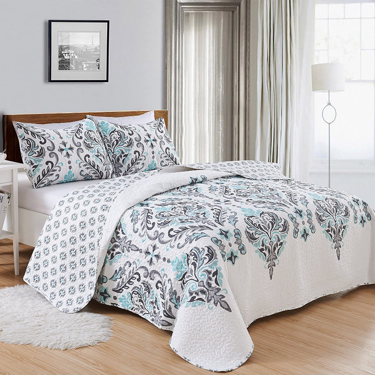 Great Bay Home 3-Piece Printed Quilt Set with Shams. All-Season Cotton-Polyester Bedspread with Ornamental Geometric Pattern. Lauretta Collection Brand. (Full/Queen, Grey)