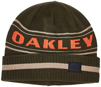 caaff5eb70c Amazon.com   Oakley Men s Rock Garden Cuff Beanie   Sports   Outdoors