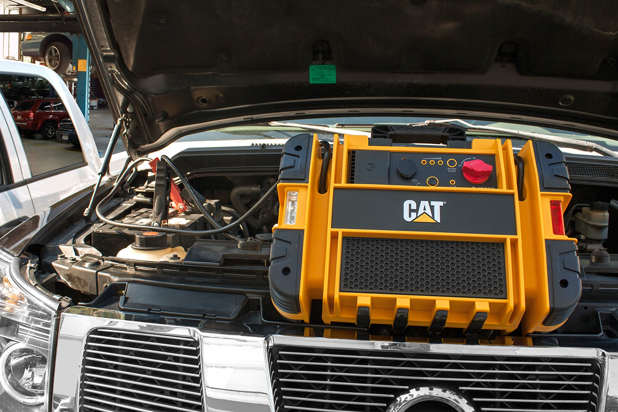 CAT CJ3000 Professional Jump Starter: 2000 Peak/1000 Instant Amps with Built-In Power Switch by CAT (Image #1)