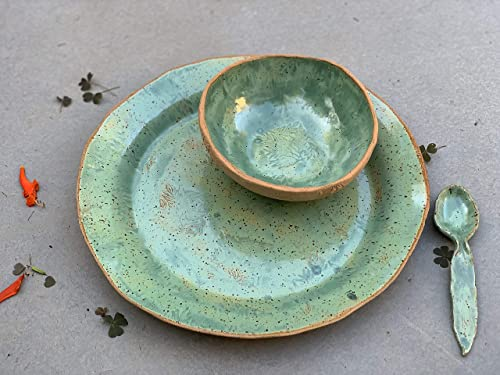 round 8 piece Green Handmade Ceramic Dipping and Serving Set