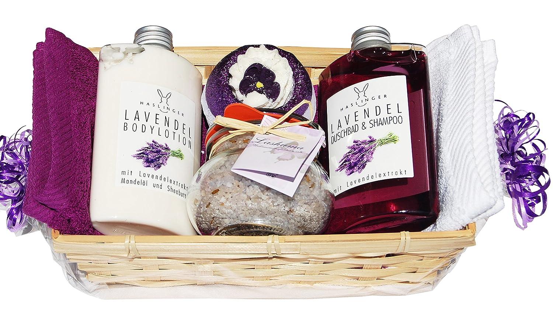 SPA Lavendel Wellness Geschenkset 7 tlg. Duschgel, Bodylotion, 1x Badebombe, 1x Badesalz im Glas, 2 x Handtuch 30x50cm lila und weiß im Geschenkkorb