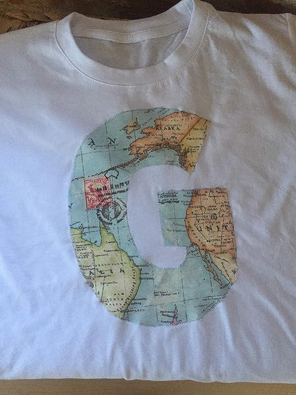 Camiseta blanca con inicial tela mapa mundi: Amazon.es: Handmade