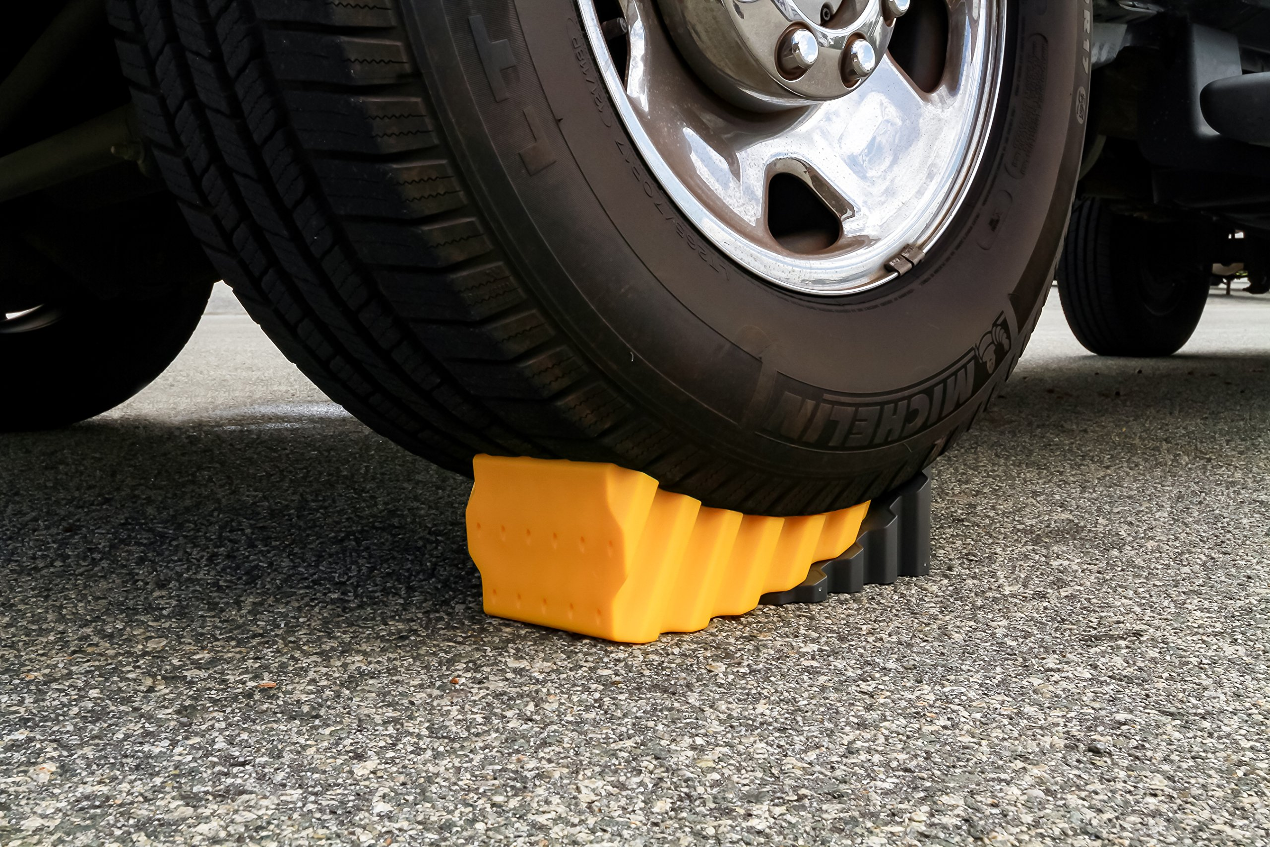 Camco RV Curved Leveler with Chock - 2 Pack - Easy Drive-on Leveler Adds Up to 4'' in Height (44425) by Camco (Image #3)