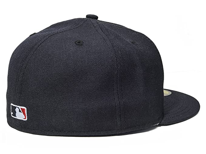 wholesale dealer 87bfb a5a2d Amazon.com   New Era MLB New York Yankees 1996 World Series 59Fifty Men s  Fitted Hat in Navy   Clothing