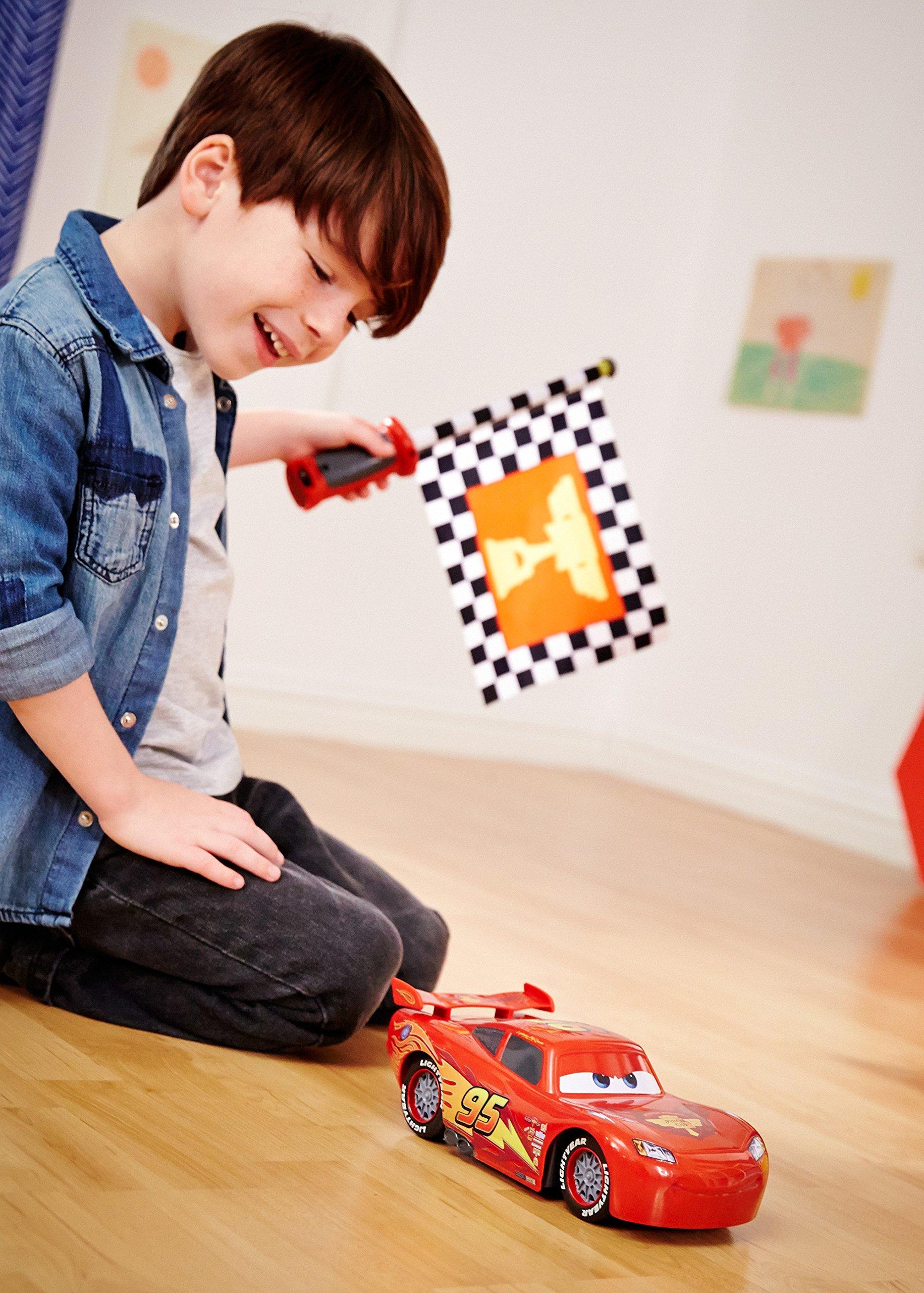 Disney Cars Flag Finish Lightning McQueen Vehicle by Mattel (Image #6)
