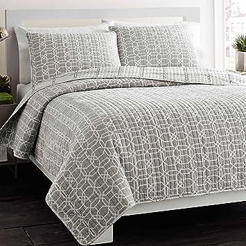 Amazon.com: City Scene Puzzle Reversible Cotton Quilt Set, Full ... : quilted cotton coverlet - Adamdwight.com