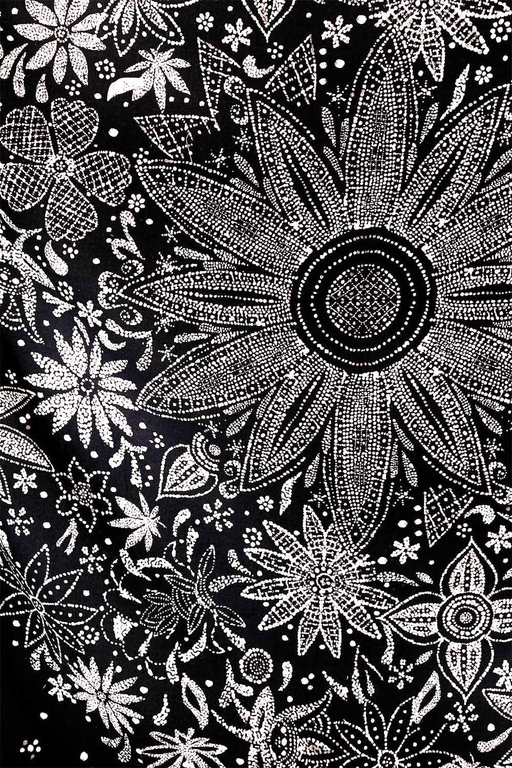 70/×90 inches Neasow Bohemian Tapestry Wall Hanging,Black and White Floral Tapestry with Dotted Daisy Medallion Print Bedroom Boho Hippie Home Decor