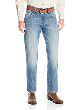 b6e48d72623b Wrangler Men s Retro Slim Fit Boot Cut Jean at Amazon Men s Clothing store