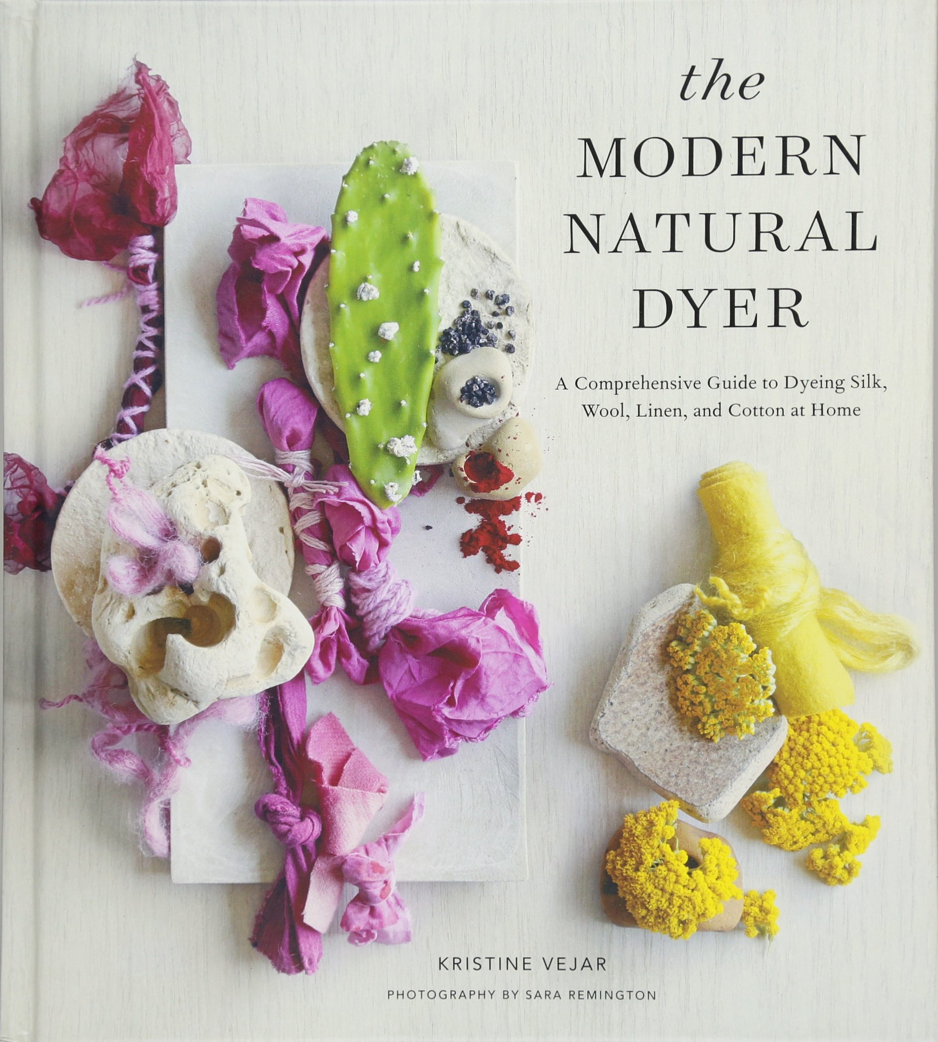 The Modern Natural Dyer: A Comprehensive Guide to Dyeing Silk, Wool, Linen, and Cotton at Home Hardcover – 20 Oct 2015 Kristine Vejar 1617691755 Handicrafts Arts & Crafts