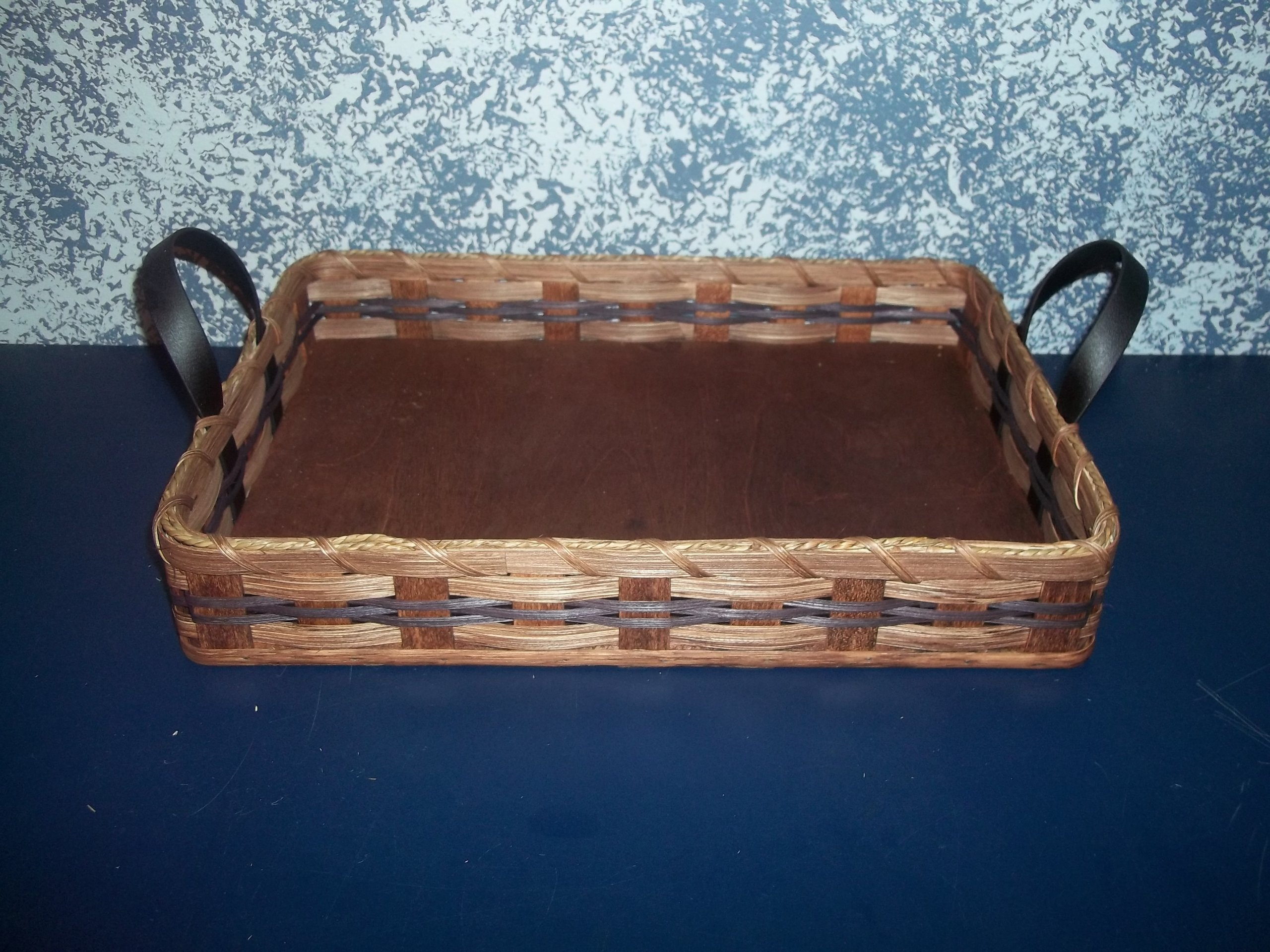 Amish Handmade Country Collectible Large Hot Dish Carrier Basket. Perfect for Carrying Your Hot Dishes and Casseroles. This Hot Dish Carrier Is Large Enough to Accomodate the Larger Dishes. This Is a Unique Gift for Any Country Home and Garden Decor. Meas