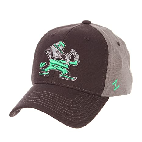 ac2d83f148086 Amazon.com   Zephyr University of Notre Dame Fighting Irish ND Grey Swell  DHS Leprechaun Adult Mens Fitted Baseball Hat Cap Size XL   Sports    Outdoors