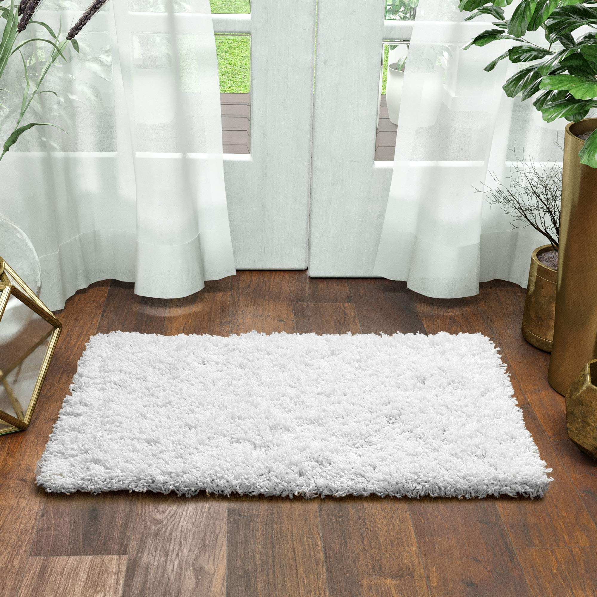 Super Area Rugs Ivory White Shag Rug, 2-Feet by 3-Feet, 2x3 Stain-Resistant Non-Shed Easy Care Mat