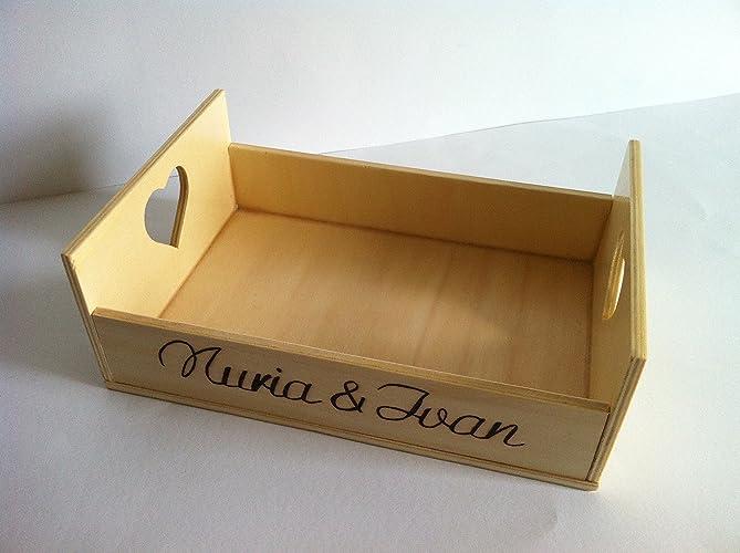Caja cesta de madera con pirograbado personalizado