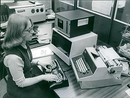 Vintage foto de la Sra. Carol Cook, años 30 y secretario en p.c.d. Electronics