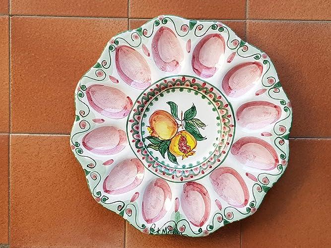 Piatto portauova in ceramica siciliana fatto a mano. le ceramiche di