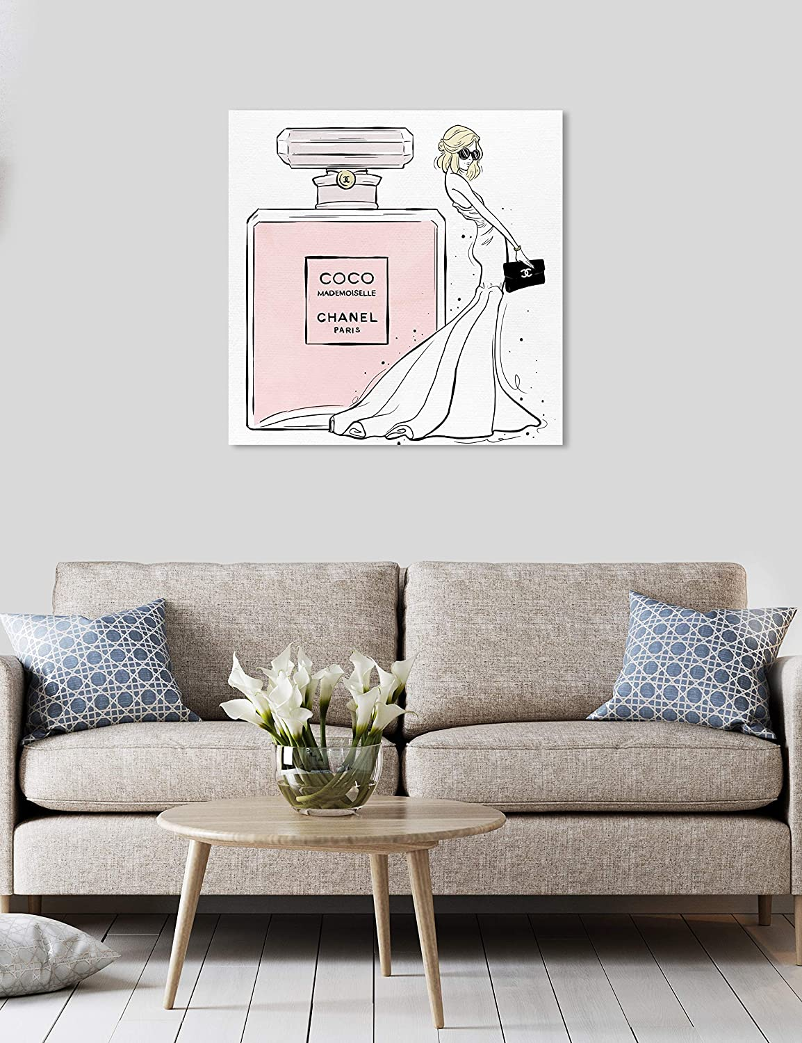 Amazon.com: The Oliver Gal Artist Co. Oliver Gal Parisian Queen and her Scent Pink Fashion Perfumes Wall Art Print Premium Canvas 30