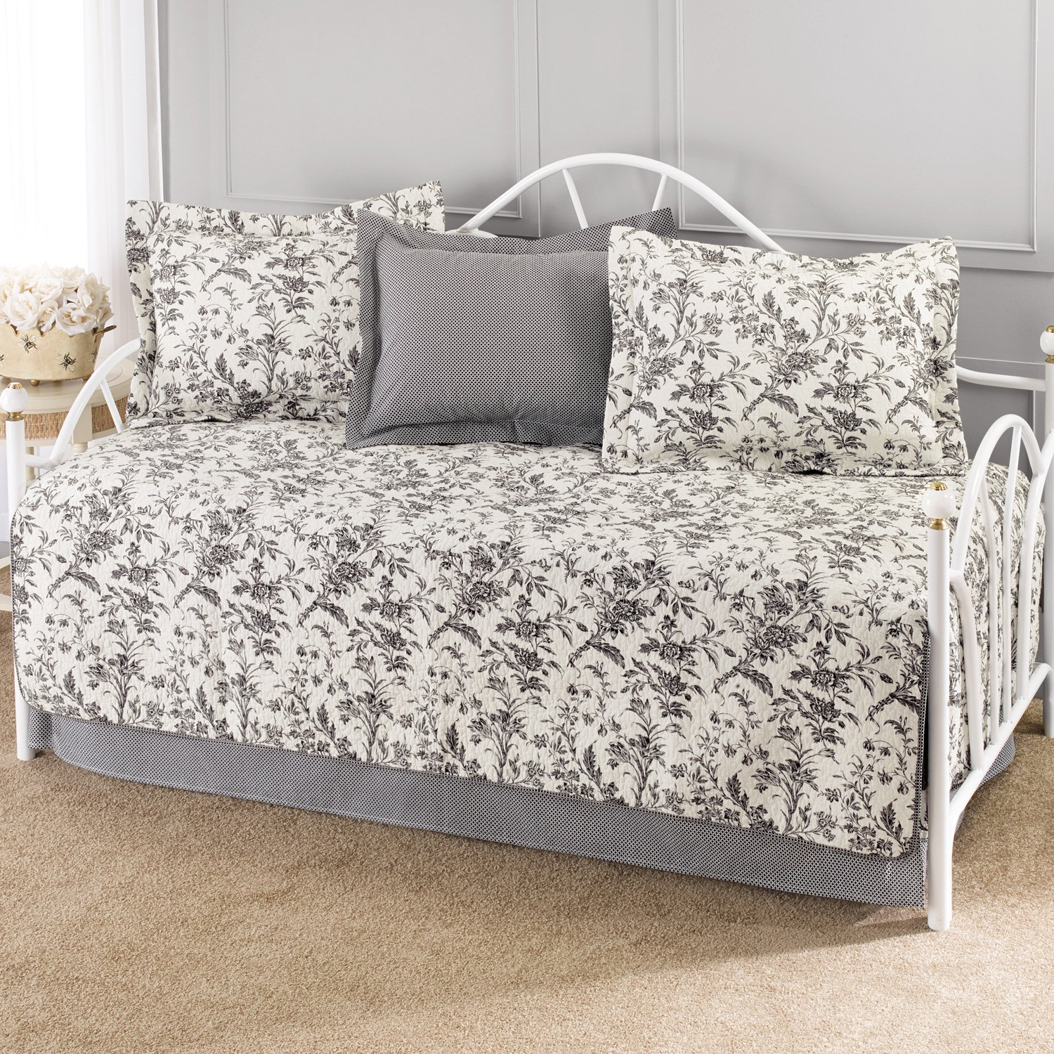 amazoncom laura ashley amberley 5piece cotton daybedquilt set twin home u0026 kitchen