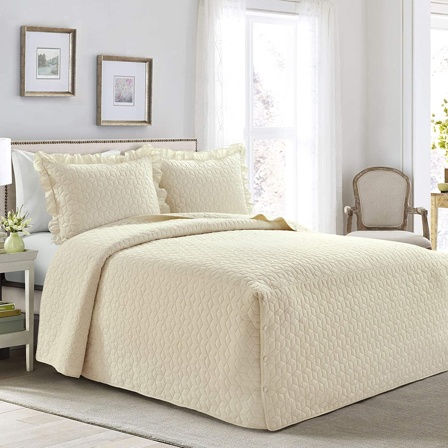 Lush Decor French Country Geo Ruffle Bedding, 3-Piece Bedspread Set (Queen, Ivory)