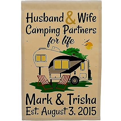 Amazon.com: Happy Camper mundo marido y esposa Camping ...