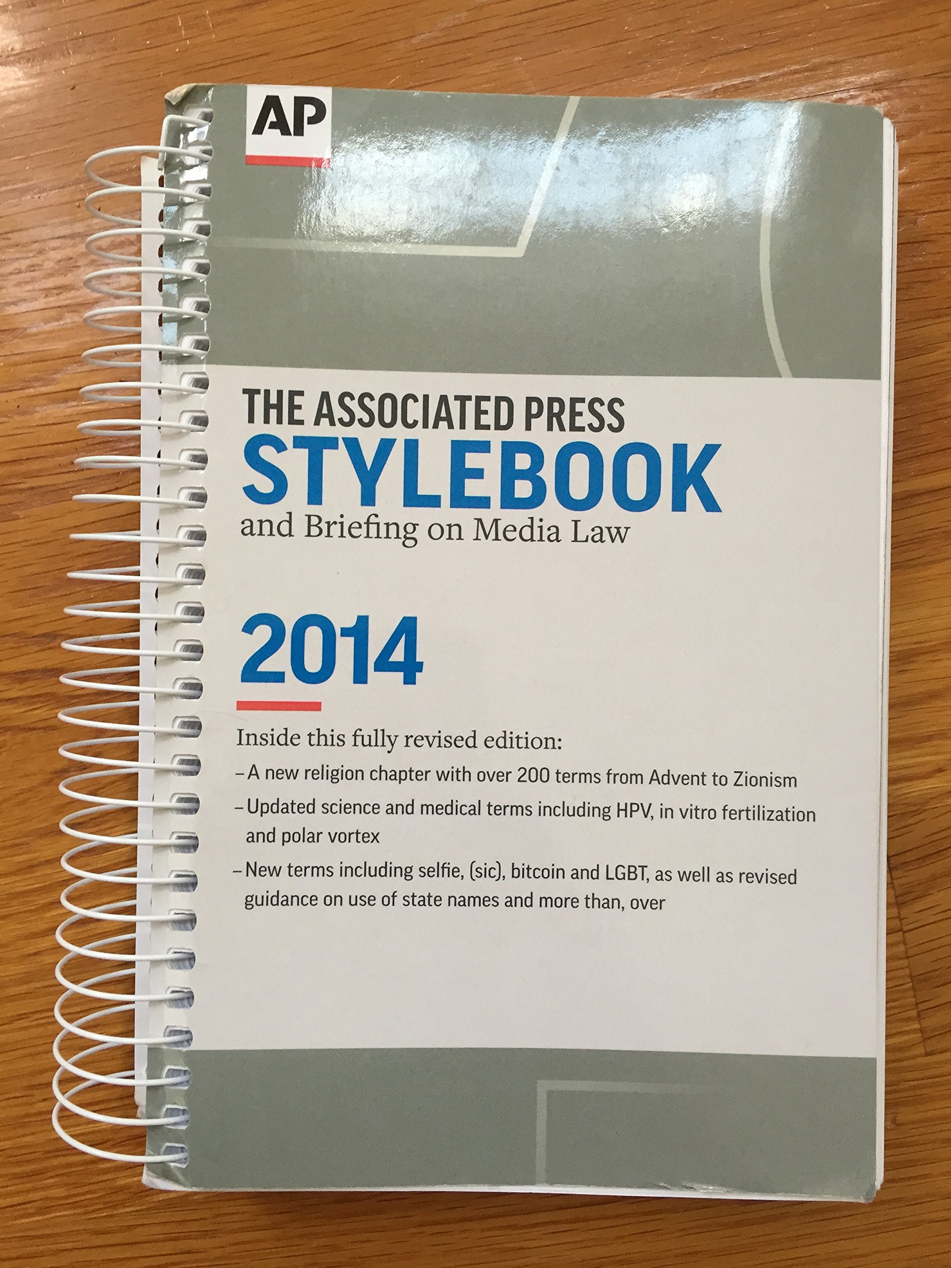 Associated press stylebook 2014 darrell christian paula froke associated press stylebook 2014 darrell christian paula froke sally jacobsen david minthorn 9780917360589 amazon books fandeluxe Choice Image