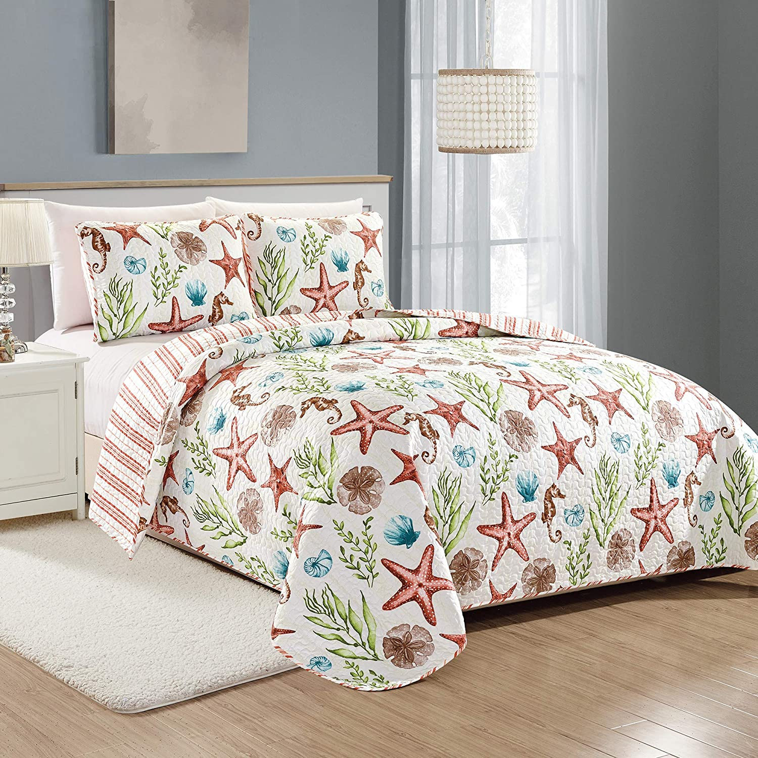 Great Bay Home Castaway Coastal Collection 3 Piece Quilt Set with Shams. Reversible Beach Theme Bedspread Coverlet. Machine Washable. (Full/Queen, Multi)