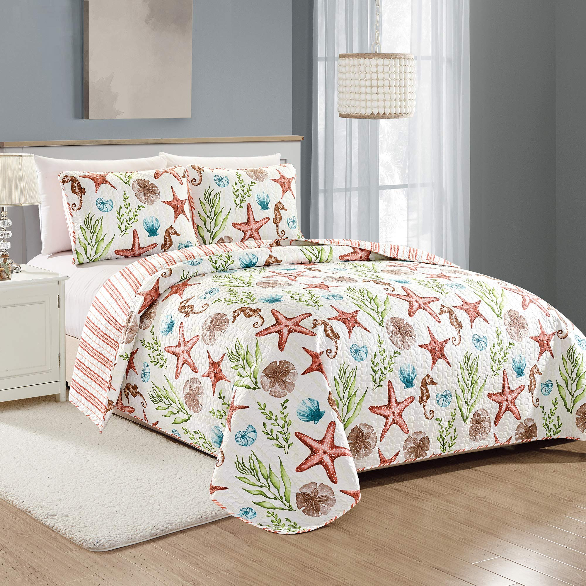 Great Bay Home Castaway Coastal Collection 3 Piece Quilt Set with Shams. Reversible Beach Theme Bedspread Coverlet. Machine Washable. (Full/Queen, Multi) by Great Bay Home (Image #1)
