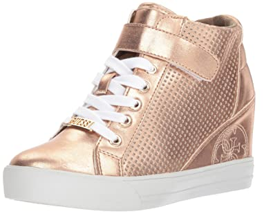 d5b61829395 GUESS Women s DECIA2 Sneaker Pink 7.5 Medium US