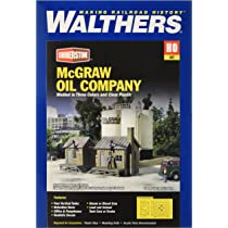 2913 Walthers Cornerstone McGraw Oil Company with storage tanks HO Scale