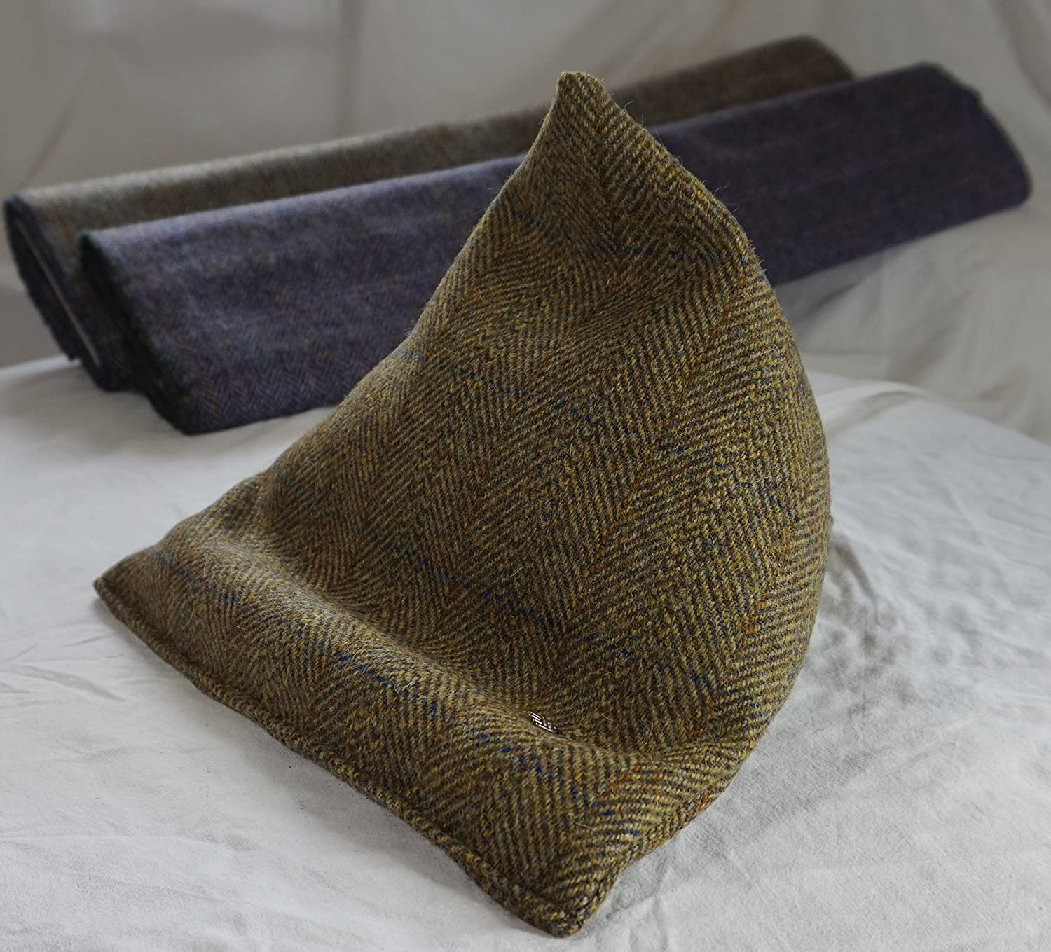 e-book reader Stand 06 .. and sony Z2 Tablet pillow support beanbag Sack ref Tab s2 Authentic Harris Tweed Harris Tweed ipad Bean bag also for samsung Tab s