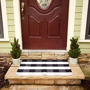 Buffalo Checkered Rug - Plaid Welcome Doormat - Outdoor/Indoor/Door/Floor/Kitchen/Rugs/Front Porch/Bathroom/Laundry Room/Bedroom - White/Black Outside Mat - House Flannel Doormats - 24inch x 36inch