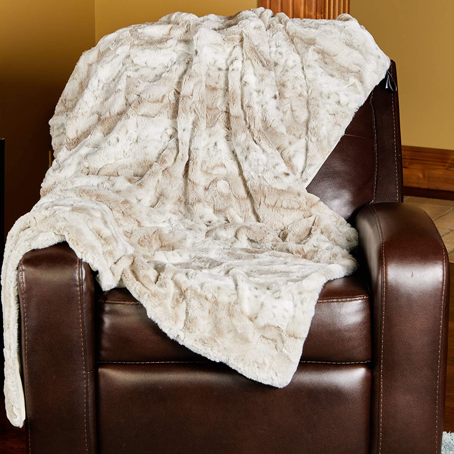 Amazon Com 1i4 Group Outrageously Soft Throw Blanket Ultra Plush Minky Faux Fur Blanket 50 X 70 Inches Tan Home Kitchen