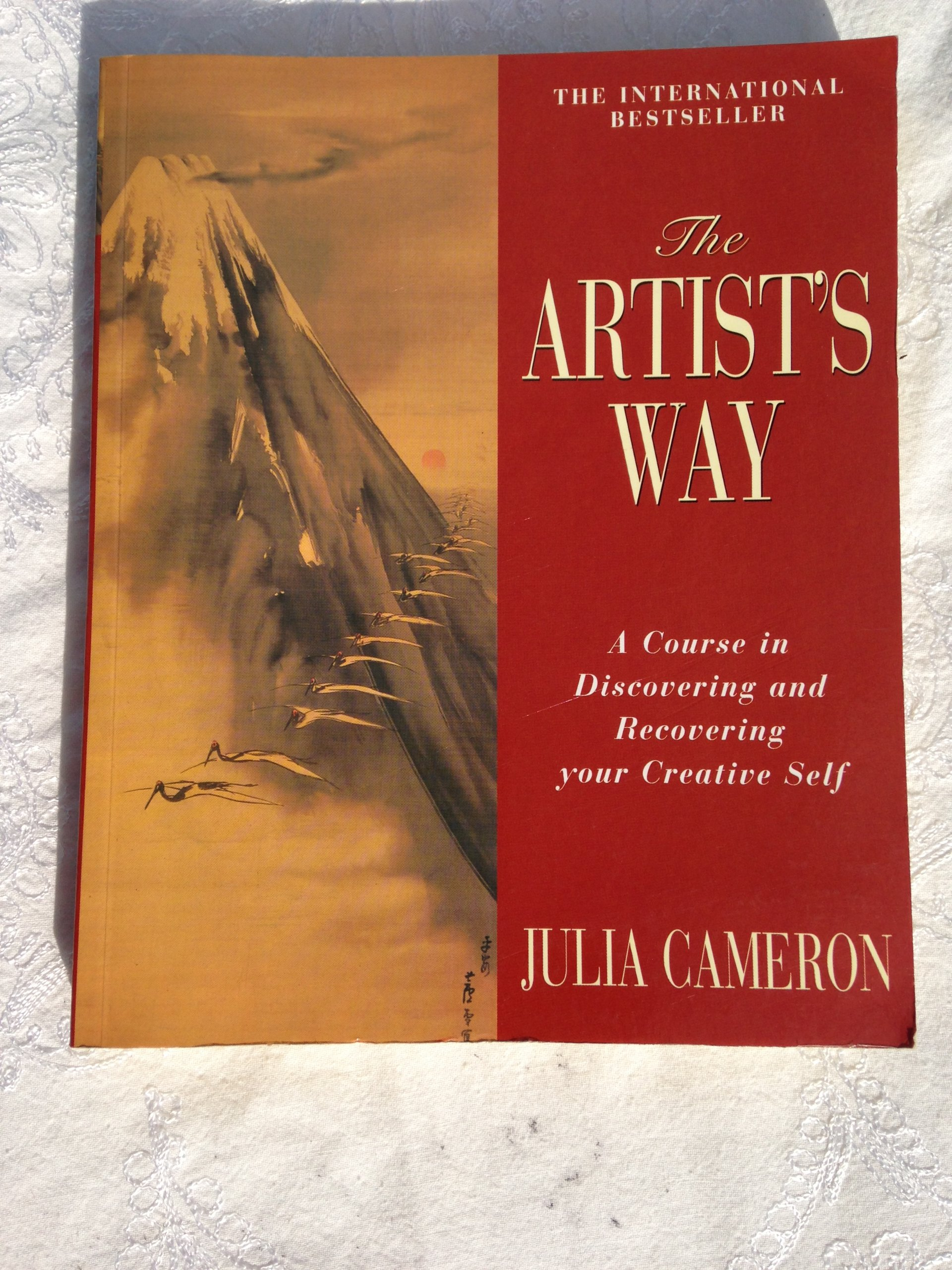 The Artist's Way: A Course In Discovering And Recovering Your Creative  Self: Julia Cameron: 9780330343589: Amazon: Books