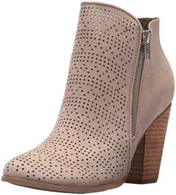 8ad75c68d21 Amazon.com  Carlos by Carlos Santana Women s HACEY Ankle Boot  Shoes