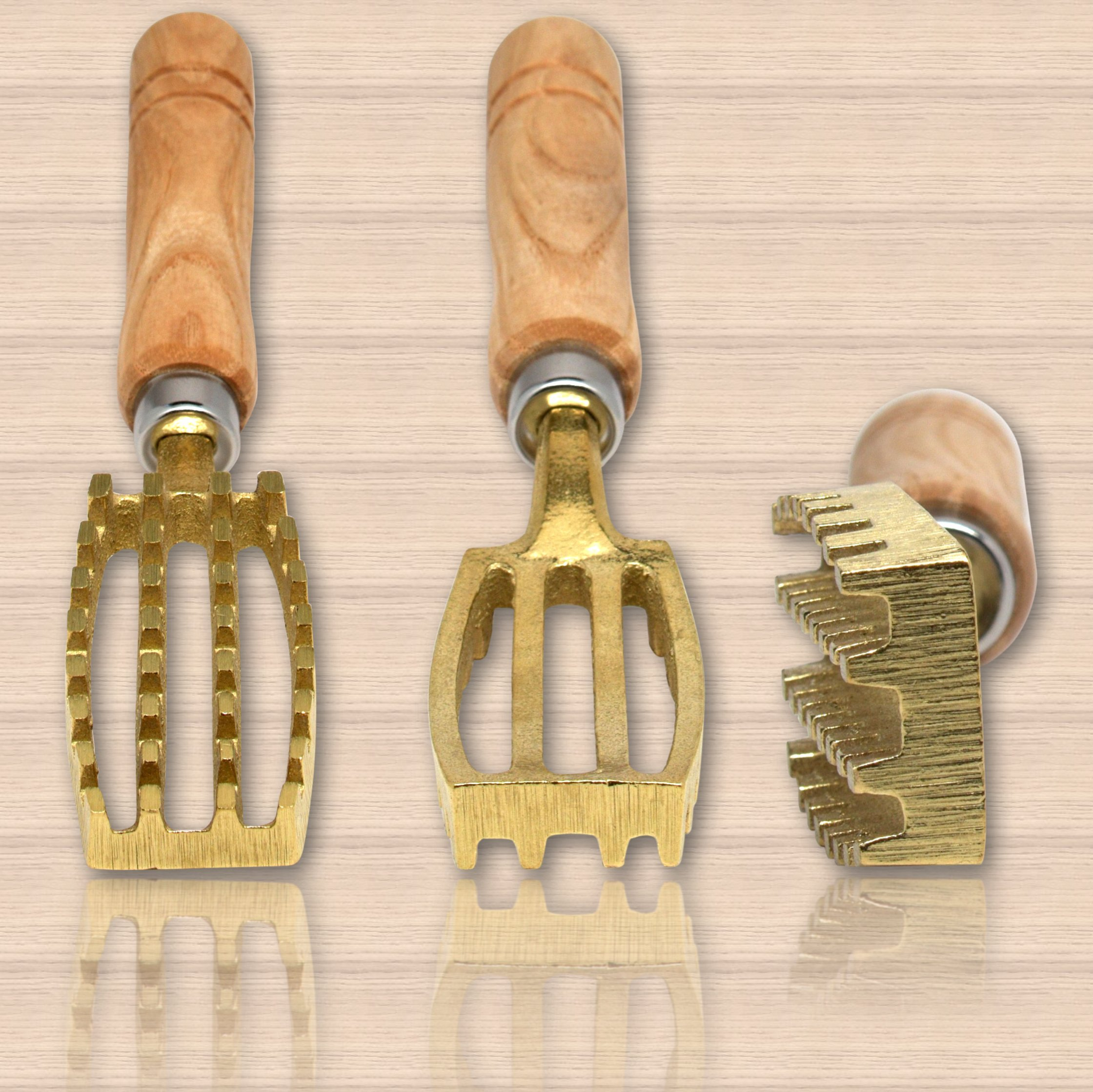 Kwizing Made in Japan Fish Scaler Brush with Brass Serrated Sawtooth and Ergonomic Wooden Handle - Easily Remove Fish Scales Without Fuss Or Mess - Handcrafted by Japanese Artisans by Kwizing (Image #9)
