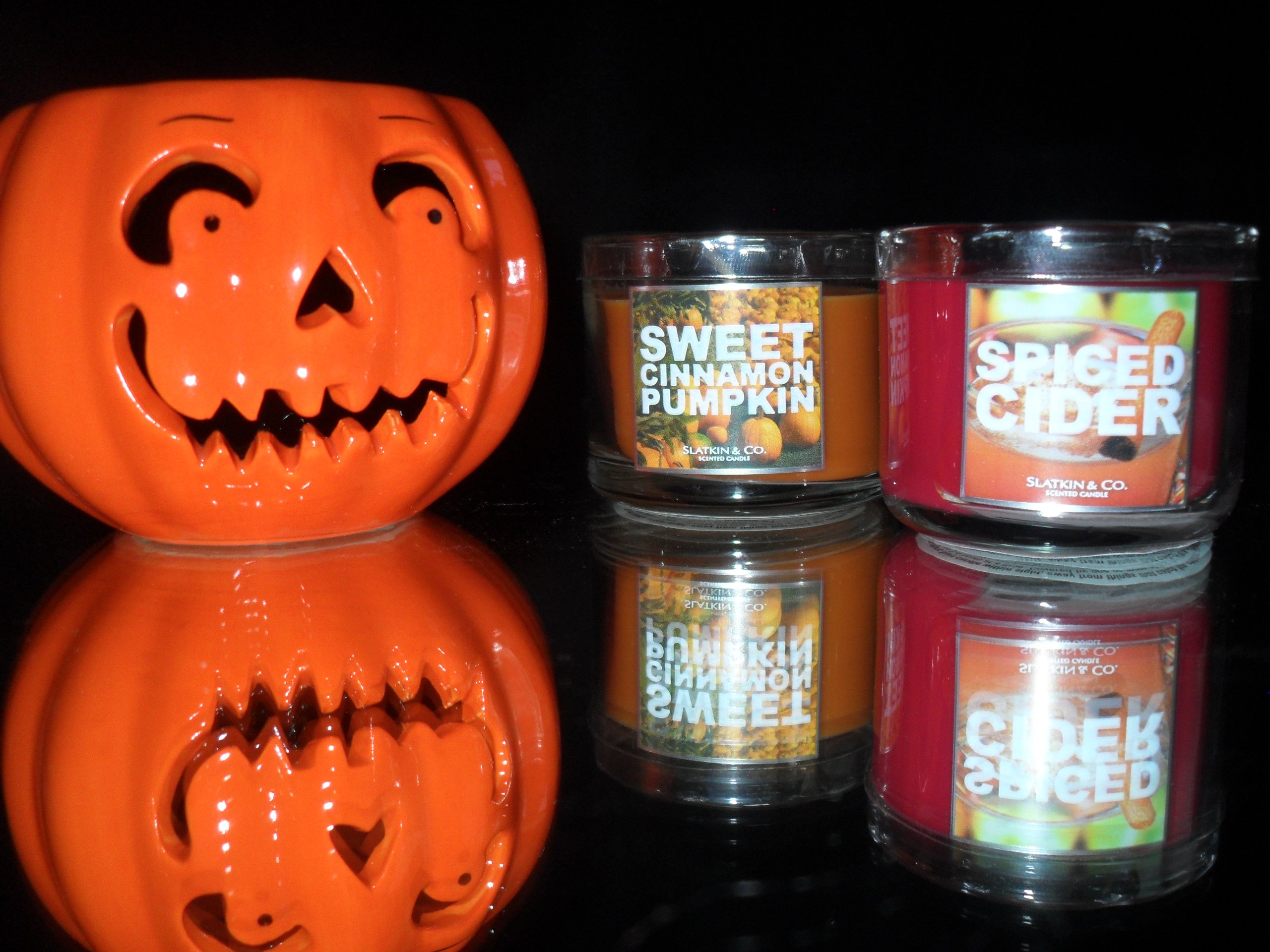 Bath & Bodyworks Ceramic Jack O' Lantern Candleholder & 2 Candles - Spiced Cider & Sweet Cinnamon Pumpkin