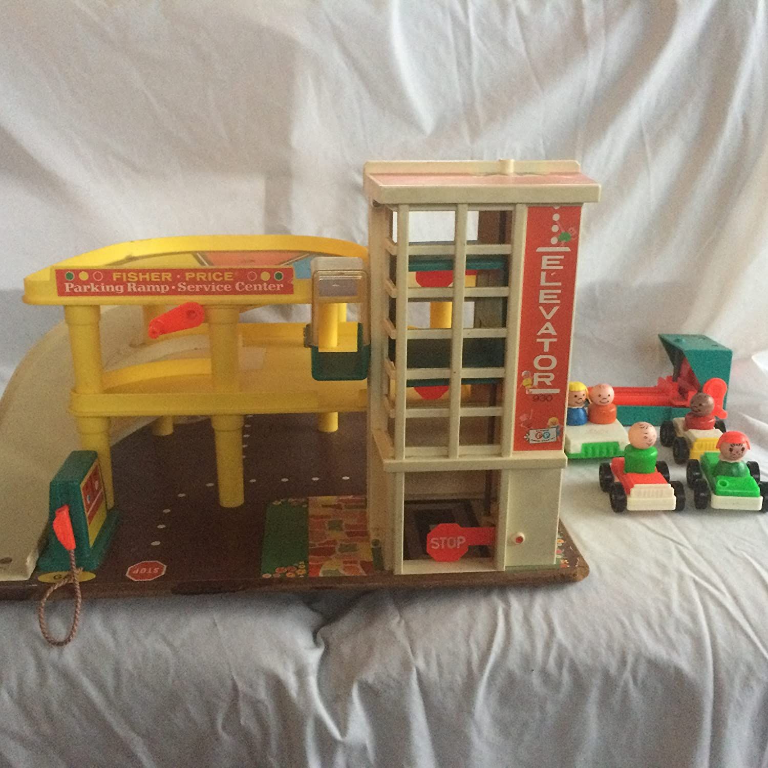 Amazon Com Fisher Price Vintage 1970 S Little People Parking Garage 930 Toys Games