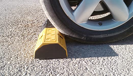 3 opinioni per Singolo Fermaruota in gomma per i parcheggi 49x16x11cm