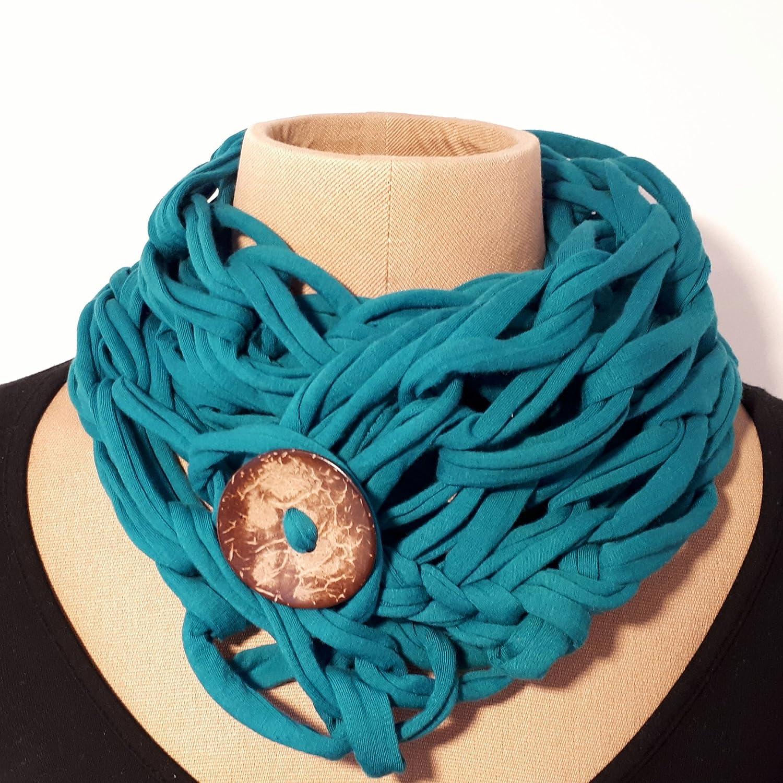 écharpe original en coton sarcelle avec le bouton de noix de coco