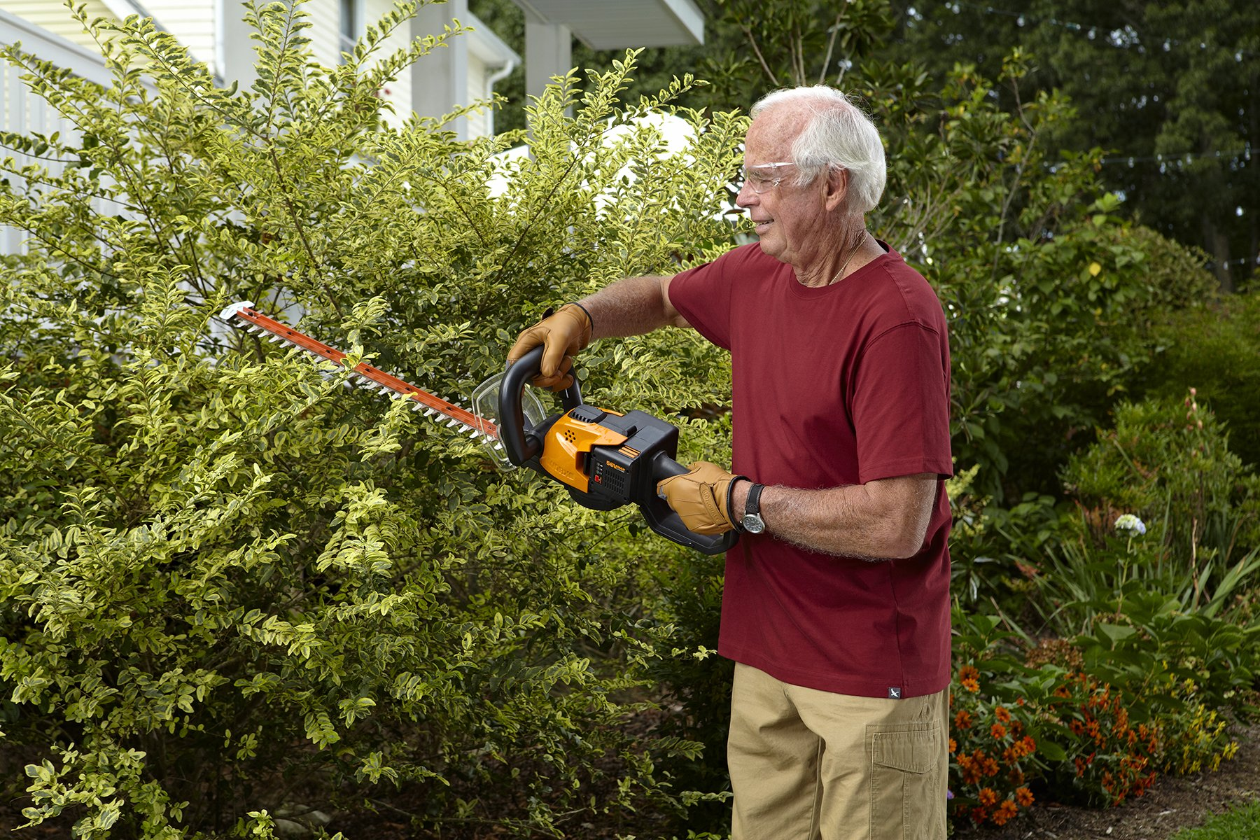 WORX WG291 56V Lithium-Ion Cordless Hedge Trimmer, 24-Inch, Battery and Charger Included by Worx (Image #4)