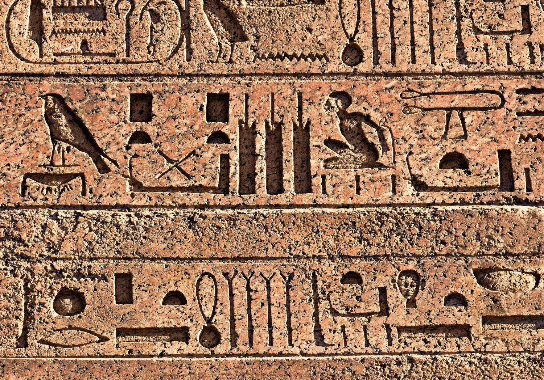Fototapete Ägyptische Hieroglyphen auf einer alten Mauer XXL 400 x 280 cm - 8 Teile Vlies Tapete Wandtapete - Moderne Vliestapete - Wandbilder - Design Wanddeko - Wand Dekoration wandmotiv24