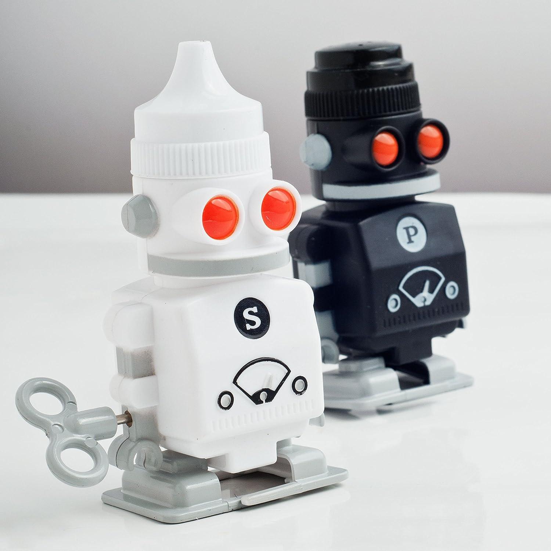 Salero y pimentero con forma de robot de cuerda retro