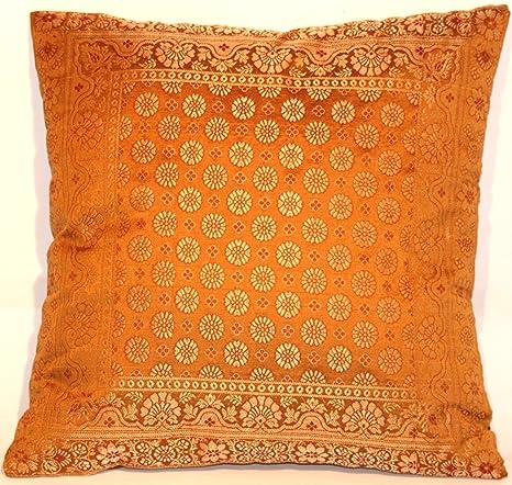 Funda de cojín de color marron claro, hecha de seda de ...