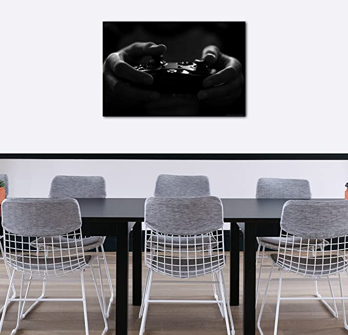 Wandbild Gamer hält Game-Controller in Hand schwarz-weiß Foto Wand-Deko