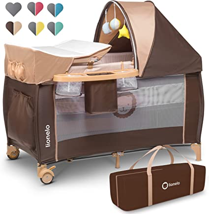 Lionelo Sven Plus boîte 2 en 1 lit bébé lit bébé table à langer jouets baldaquin suspendu avec moustiquaire entrée latérale supplémentaire rouleaux mobiles système LockGuard, brun