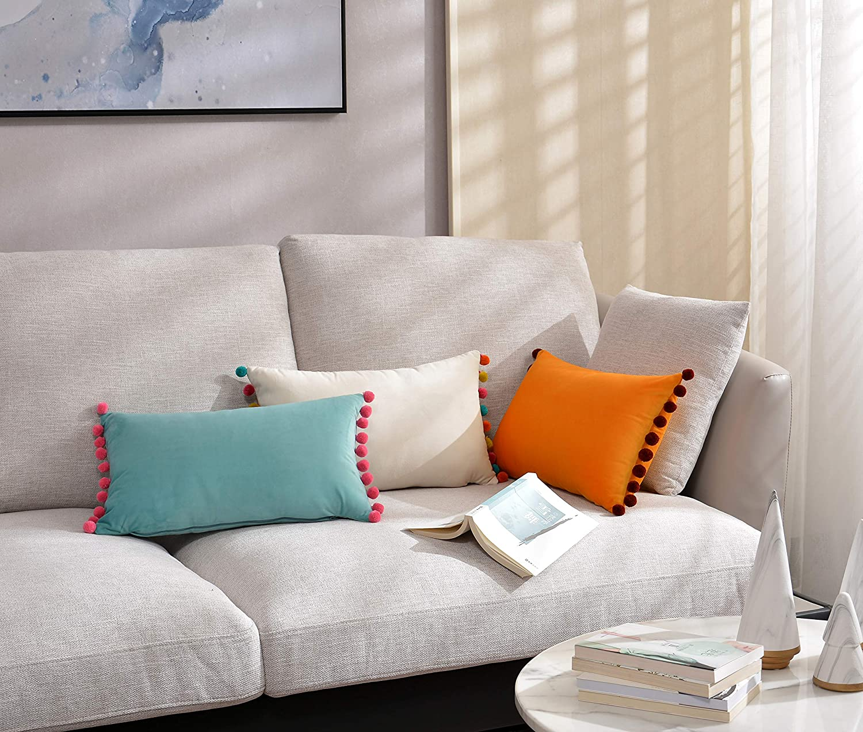 DOKOT Terciopelo Fundas de Almohada Soft Decorativa Fundas de Cojín Caso con Pompón para Sofá Dormitorio Auto 30 x 50 cm Blanco 2 Piezas